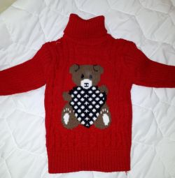 New knitted sweater with a teddy bear for a year