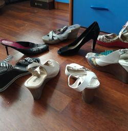 Sandalele mici.