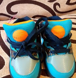 Νέα αθλητικά παπούτσια Reebok