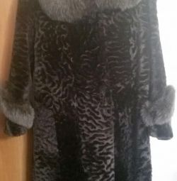 Fur coat muton with a polar fox. Almost new. + hat