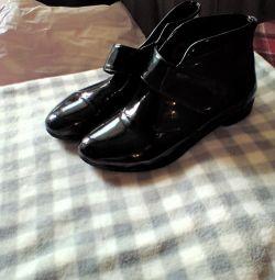 черевики лаковані