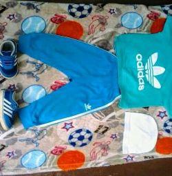 Πακέτο ρούχων και αθλητικών παπουτσιών