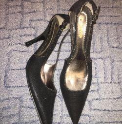 Pantofi noi de seară