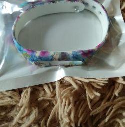 Bracelet on MI 1. New