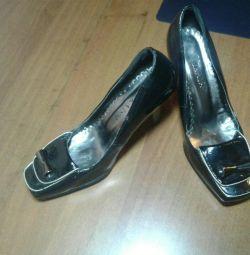 37 pantofi de dimensiuni noi
