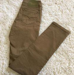 Pantaloni noi din Italia