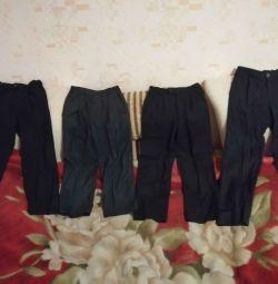 Pantaloni școlari pentru înălțime 128 / 134cm și 134 / 140cm.
