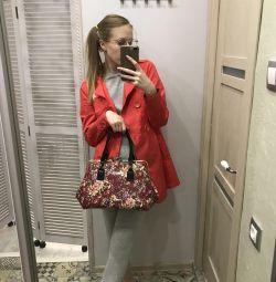 Çanta ve yağmurluk