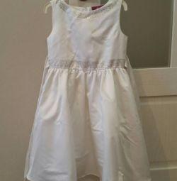 Платье на девочку и подарок.
