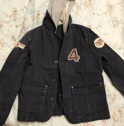 Bir çocuk için bir kukuleta ile ceket