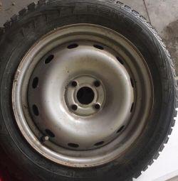 Колеса R15 Nokian шипованные
