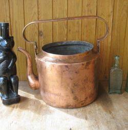Старинный медный чайник