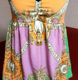 Платье-туника яркое.