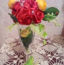 Compoziția de floare topiară într-un pahar
