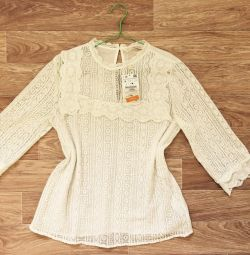 Vânzarea unei noi bluze Zara