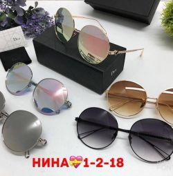 Dior γυαλιά, ένα αντίγραφο των εγγράφων