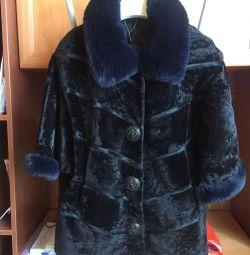 Το γούνινο παλτό είναι θηλυκό