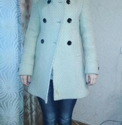 Πουλάω ένα παλτό. Απαιτείται στεγνός καθαρισμός