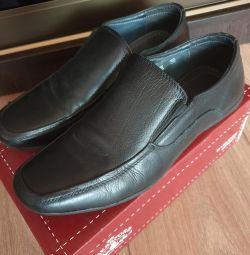 Pantofi pentru un băiat 37-38