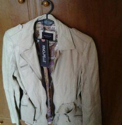 Куртка, очень тонкая, мягкая кожа.