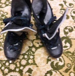 Men's skates, size 41.