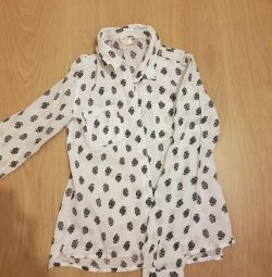 Shirt with long sleeves