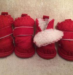 Cizmele Uggs sunt roșii