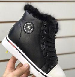 Νέα παπούτσια χειμωνιάτικου σφήνα