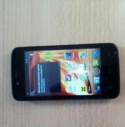 Telefon model IQ440.