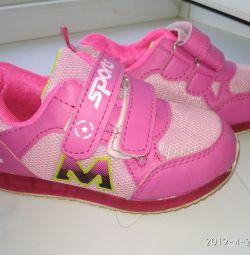 Light sneakers