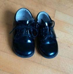 Pantofi lăcuți pentru băiat