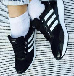 Νέα αθλητικά παπούτσια 39.41