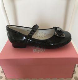 Pantofi pentru fata de lac BI & KI
