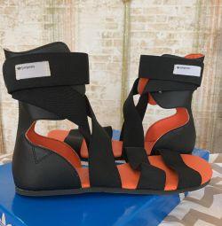 Νέα σανδάλια originals της adidas