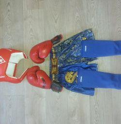 Тайский бокс. Шлем, защита, шорты, перчатки.