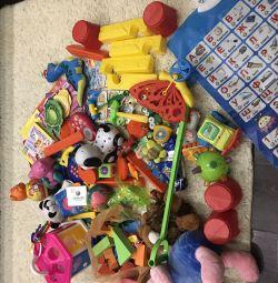 Bebek için 3 paket oyuncak ve kitap