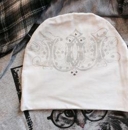 Белая шапочка ручной работы