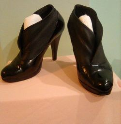 Lacquered ankle boots, p. 36