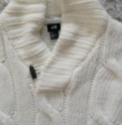 Voi vinde un pulovere alb pentru bărbați la modă