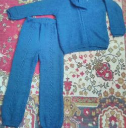 Knit suit for home