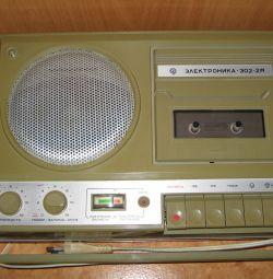 Кассетный магнитофон СССР
