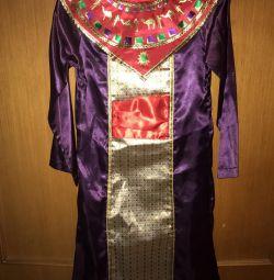 Firavunun Yeni Yıl kostümü