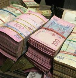 Quality bills hryvnia dollars