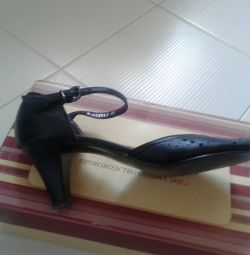 Women's shoes natural