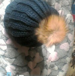 Knitted cap with pampon