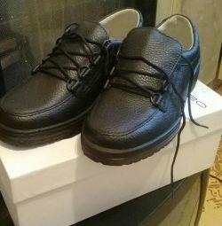 Ботинки новые , школьные 37 р. на мальчика