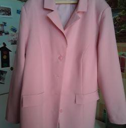 Voi vinde o jachetă cu o broșă