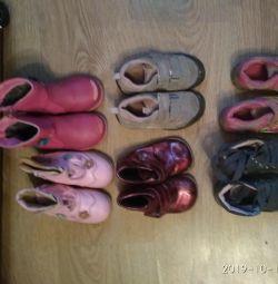 Bedava bir kıza ayakkabısı