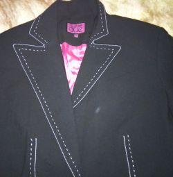 Vând o jachetă nouă