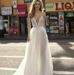 Свадебное платье в стиле бохо Berta Bridal Carly